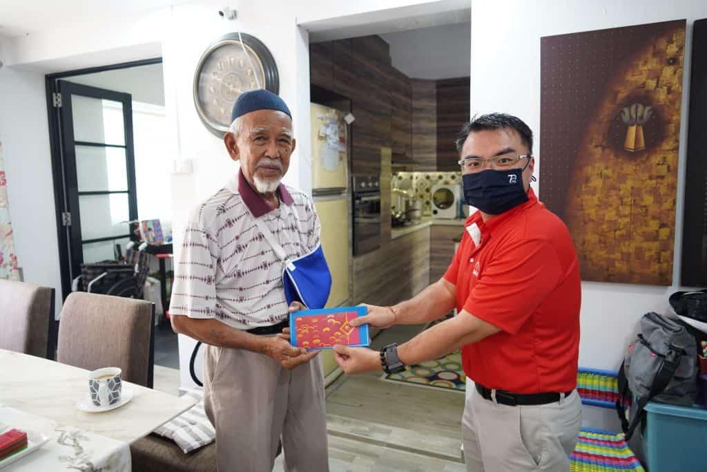 Tukijan Bin Sukaini (left), SMOU member of 39 years.